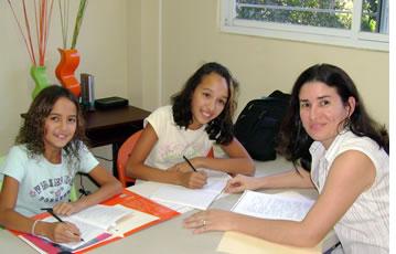 Onze leerkrachten zullen ervoor zorgen dat je kinderen echt leren hoe om Spaans te spreken
